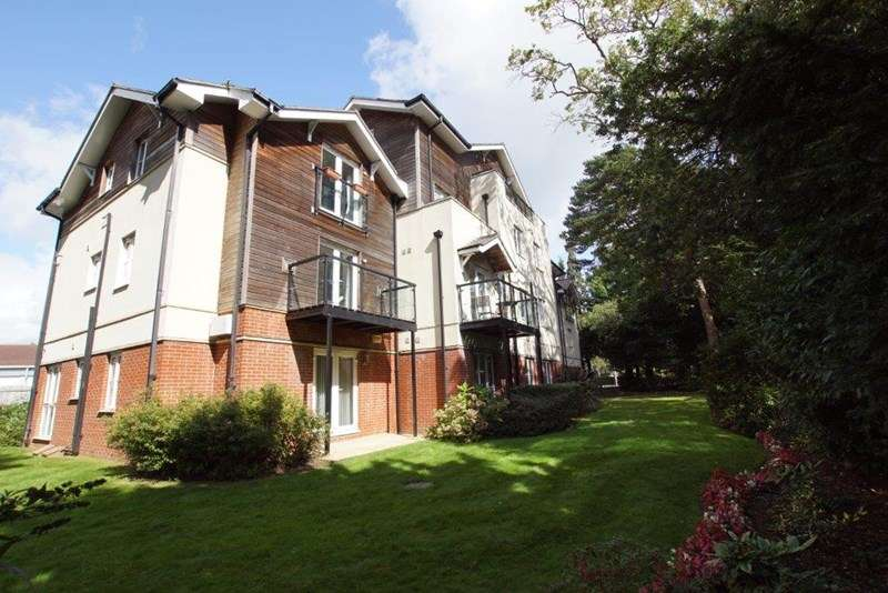 2 Bedrooms Flat for sale in Lindsay Road, Branksome Park, Poole