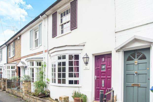 2 Bedrooms Terraced House for sale in Esher, Surrey