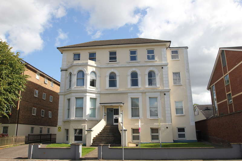 1 Bedroom Flat for sale in Kingston Upon Thames