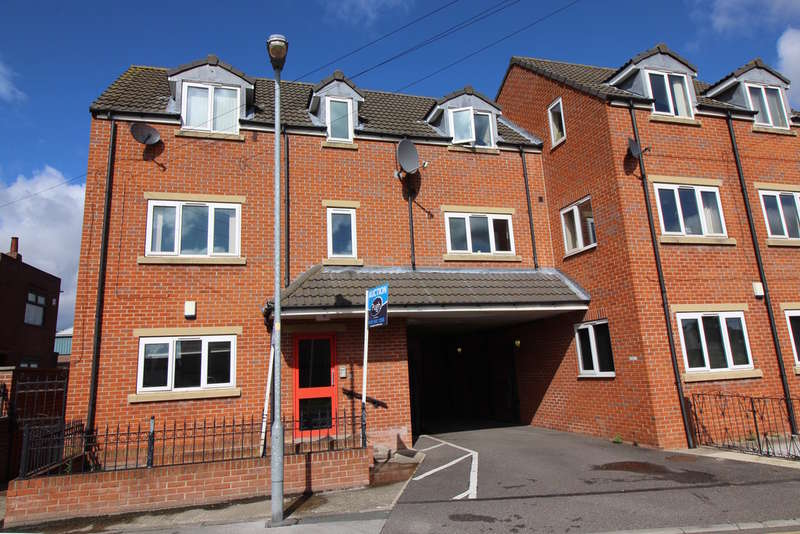 2 Bedrooms Flat for sale in Post Office Road, Featherstone