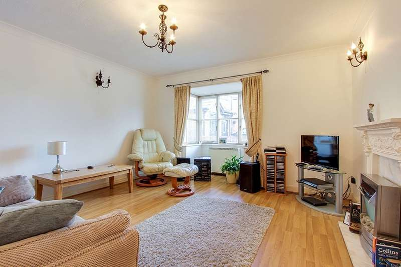 2 Bedrooms Flat for sale in Ryecroft Place, Hambleton, Poulton-Le-Fylde, FY6