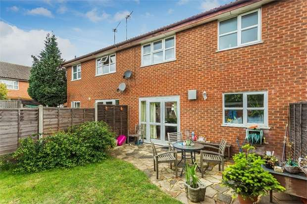 3 Bedrooms Terraced House for sale in Thorneycroft Close, WALTON-ON-THAMES, Surrey