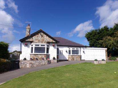 3 Bedrooms Bungalow for sale in Llwyn Ifor Lane, Whitford, Holywell, Flintshire, CH8