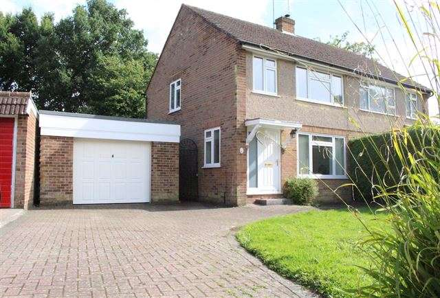3 Bedrooms Semi Detached House for sale in Akehurst Close, Copthorne, Crawley, West Sussex, RH10 3QQ