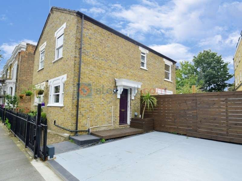 2 Bedrooms Semi Detached House for sale in Lichfield Road, Bow E3
