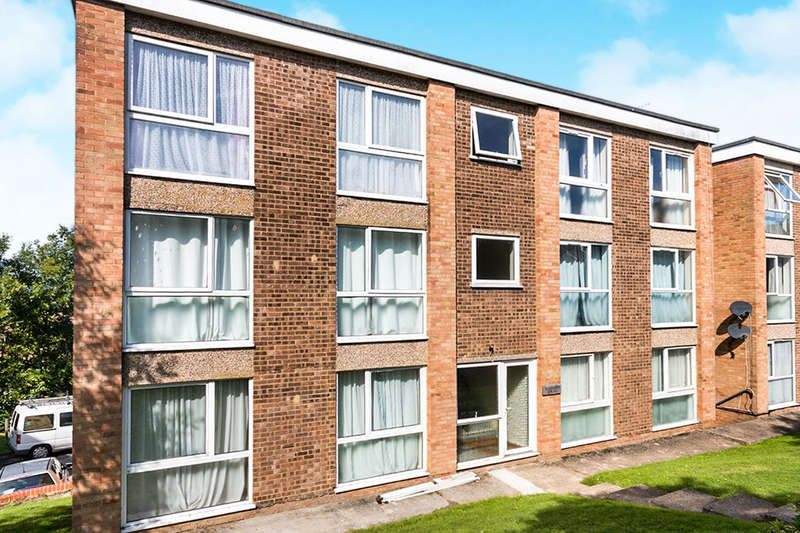 2 Bedrooms Flat for sale in Sedlescombe Gardens, St. Leonards-On-Sea, TN38