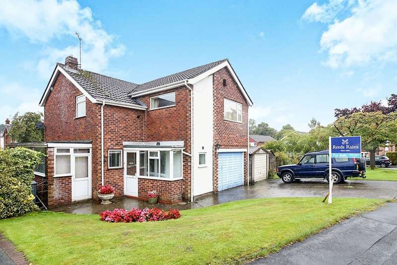 4 Bedrooms Detached House for sale in Derwent Close, Macclesfield, SK11