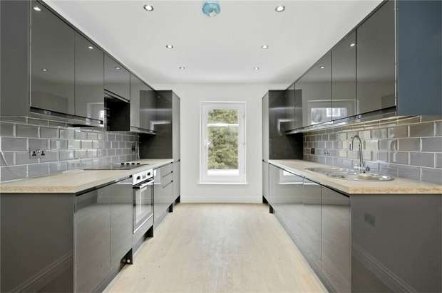 3 Bedrooms Flat for sale in Leythe Road, LONDON