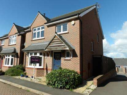 4 Bedrooms Detached House for sale in Kent Way, Church Gresley, Swadlincote