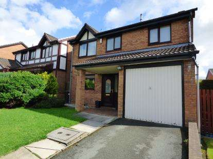 4 Bedrooms Detached House for sale in Wythburn Close, Burnley, Lancashire
