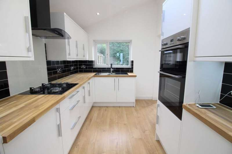 4 Bedrooms Bungalow for sale in Mayfair Crescent, Failsworth