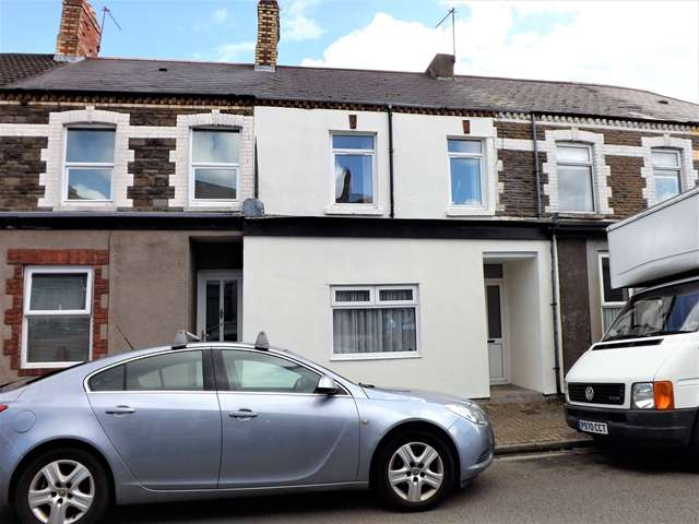 3 Bedrooms Terraced House for sale in SPLOTT - Spacious Mid Terrace House, newly decorated and re carpeted