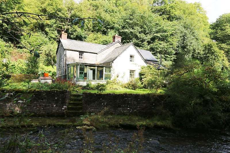 4 Bedrooms Detached House for sale in Erwood, Builth Wells, Powys, LD2 3TX
