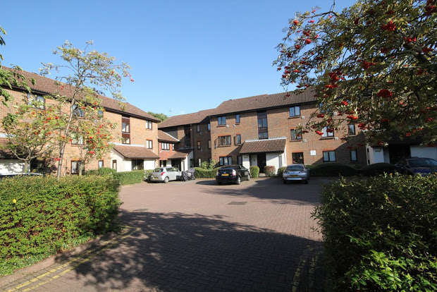 Studio Flat for sale in Braybourne Drive, Isleworth, TW7