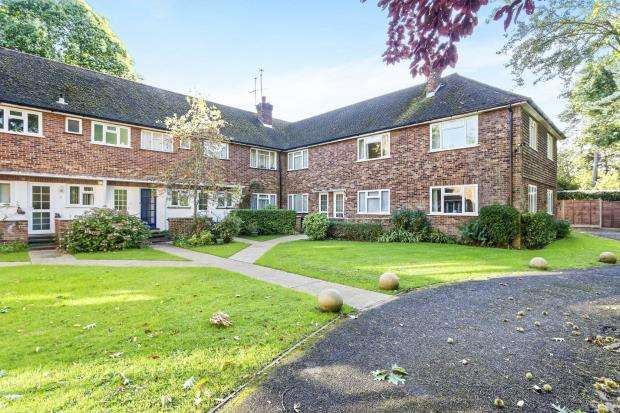 2 Bedrooms Flat for sale in Shaftesbury Road, Woking, Surrey