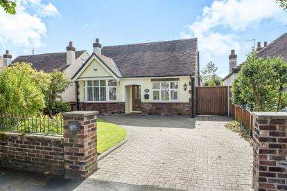 3 Bedrooms Bungalow for sale in Bakers Lane, Southport, Merseyside, Uk, PR9
