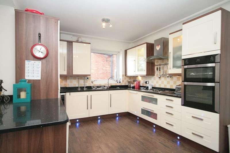 3 Bedrooms Semi Detached House for sale in Kirklees Road, Birkdale, Southport, PR8 4RB