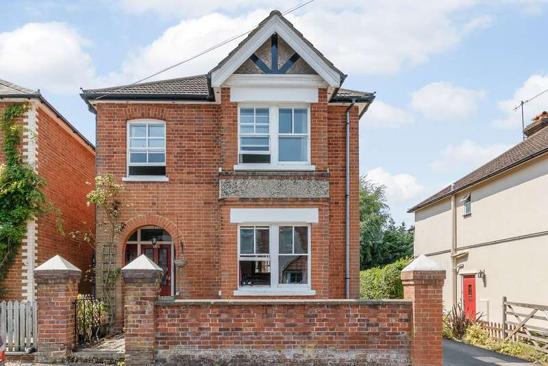 3 Bedrooms Maisonette Flat for sale in Guildford