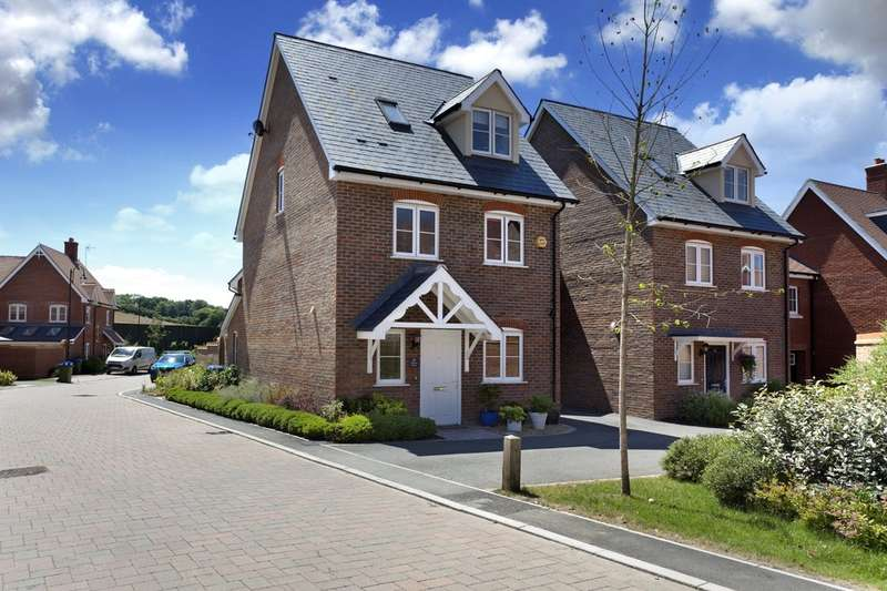 4 Bedrooms Semi Detached House for sale in Adams Close, Wickhurst Green