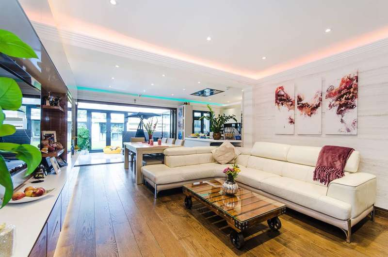 5 Bedrooms House for sale in The Fairway, Ruislip, HA4