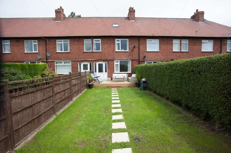4 Bedrooms Terraced House for sale in Ledston Luck Villas, Leeds, West Yorkshire, LS25