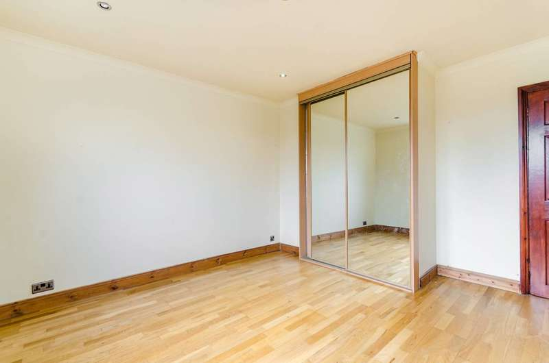 2 Bedrooms Flat for sale in Bushey Road, Raynes Park, SW20