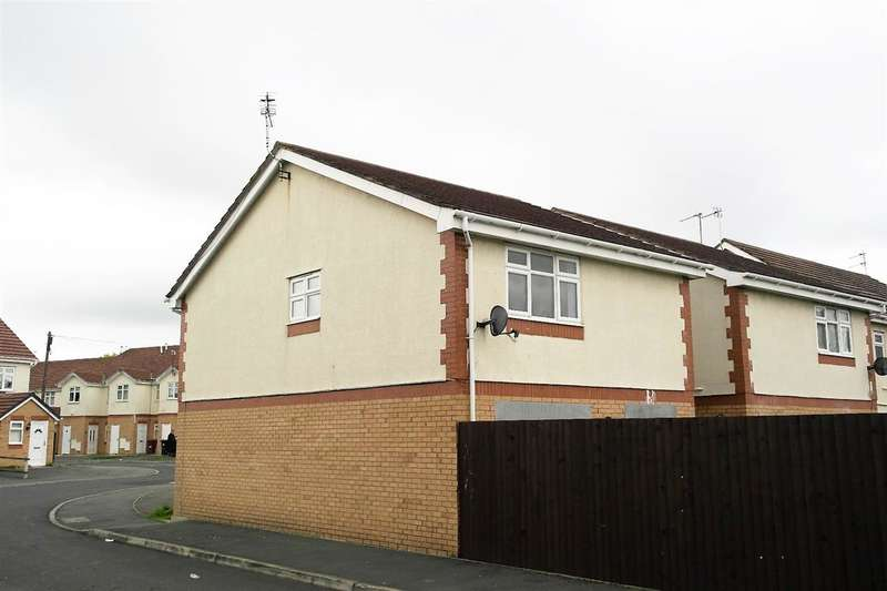 3 Bedrooms Terraced House for rent in Primrose Court, Huyton, Liverpool