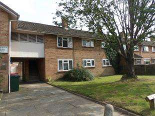 2 Bedrooms Flat for sale in Ashdown Drive, Crawley, West Sussex