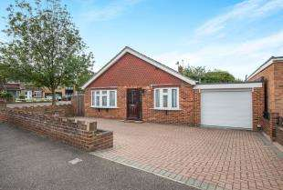 3 Bedrooms Bungalow for sale in Wentworth Drive, Cliffe Woods, Rochester, Kent