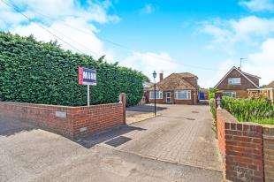 4 Bedrooms Bungalow for sale in London Road, Teynham, Sittingbourne, Kent