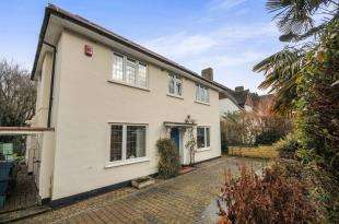 6 Bedrooms House for sale in Manor Way, South Croydon, .