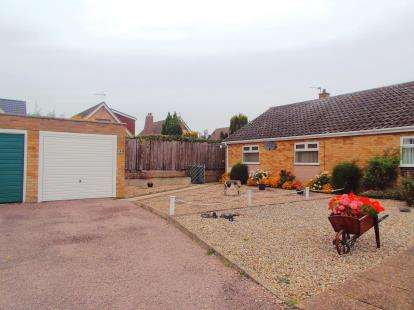 2 Bedrooms Bungalow for sale in Old Catton, Norwich, Norfolk