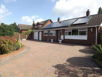 3 Bedrooms Bungalow for sale in Belstead, Ipswich, Suffolk