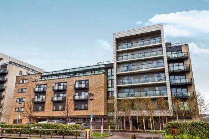 2 Bedrooms Flat for sale in Breakwater House, Ferry Court, Cardiff, Caerdydd