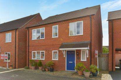 4 Bedrooms Detached House for sale in Foxfield, Broughton, Milton Keynes, Buckinghamshire