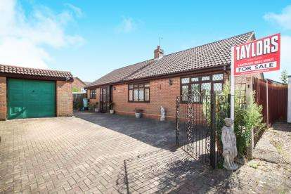 3 Bedrooms Bungalow for sale in Ashfield Way, Luton, Bedfordshire