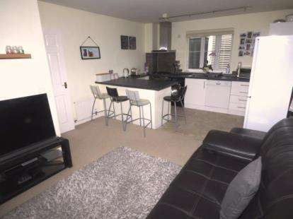2 Bedrooms Maisonette Flat for sale in Hopton Grove, Newport Pagnell, Milton Keynes, Bucks