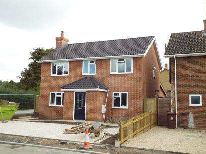 4 Bedrooms Detached House for sale in Park Road, Grendon Underwood, Aylesbury