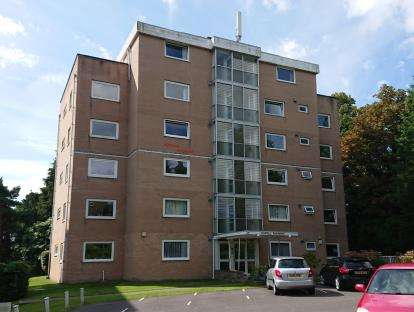 3 Bedrooms Flat for sale in 26 St Valerie Road, Bournemouth, Dorset