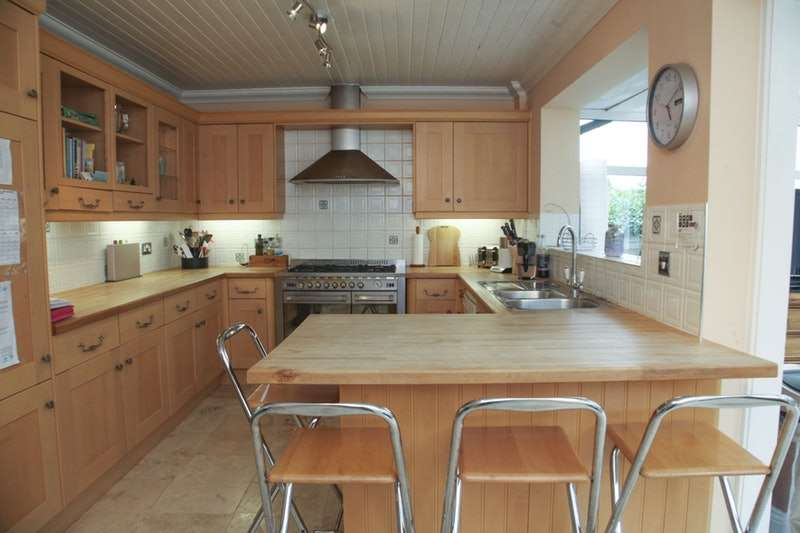 5 Bedrooms Detached House for sale in Park Road, Raunds, Northamptonshire, NN9