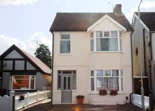 3 Bedrooms Detached House for sale in Canadian Avenue, Gillingham, Kent