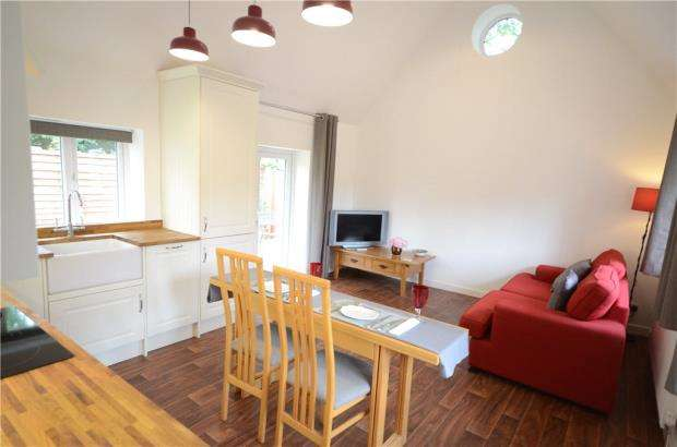 2 Bedrooms Detached House for sale in Castle Hill, Reading, Berkshire