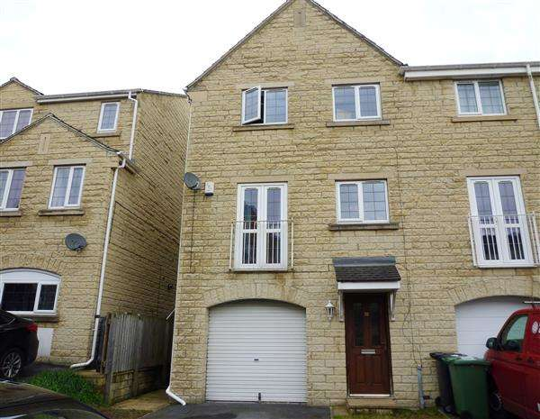 3 Bedrooms Town House for sale in Prospect Road, Longwood, Huddersfield