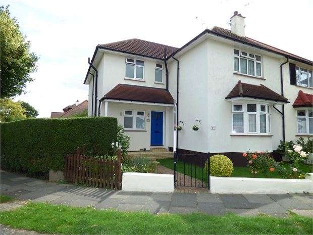4 Bedrooms Semi Detached House for sale in Essex Gardens, Leigh on sea, Leigh on sea, SS9 4HG