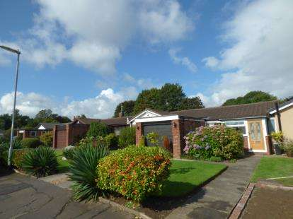 2 Bedrooms Bungalow for sale in Greenoak Drive, Sale, Greater Manchester