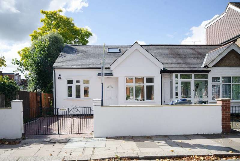 4 Bedrooms House for sale in Carew Road, Walpole Park, W13