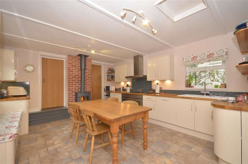 4 Bedrooms Detached House for sale in Newport Road, Niton, Ventnor, Isle of Wight