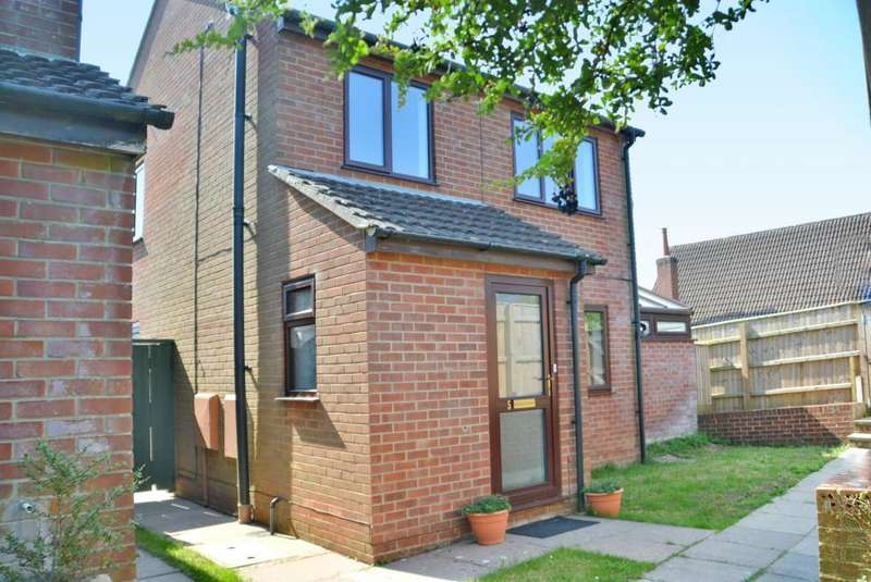 3 Bedrooms Detached House for sale in The Spinney, Lychett Matravers, BH16 6AU