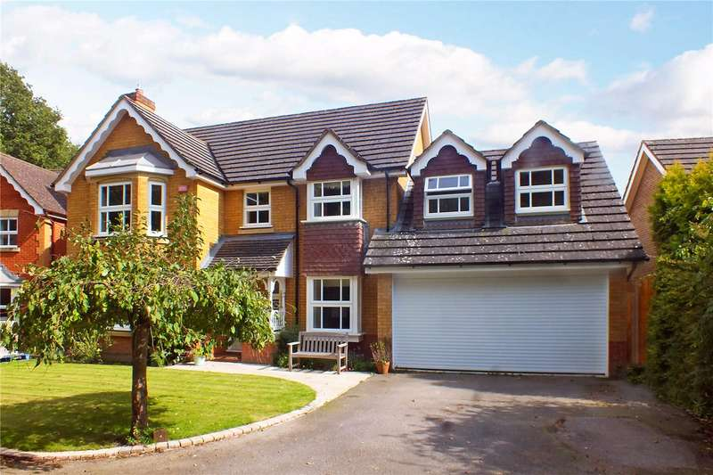4 Bedrooms Detached House for sale in Levignen Close, Church Crookham, Fleet, Hampshire, GU52