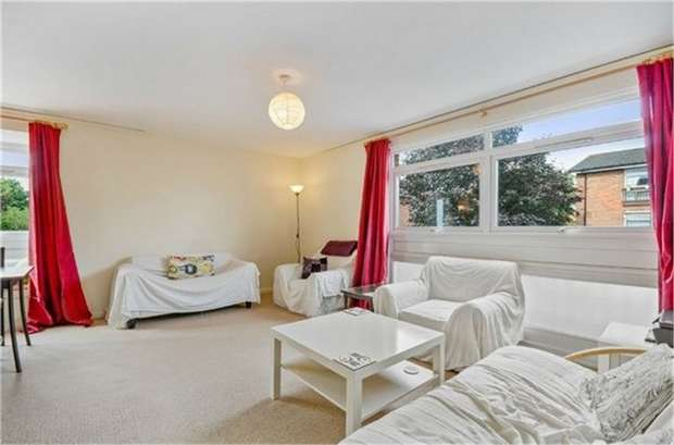 3 Bedrooms Flat for sale in Maresfield, Croydon